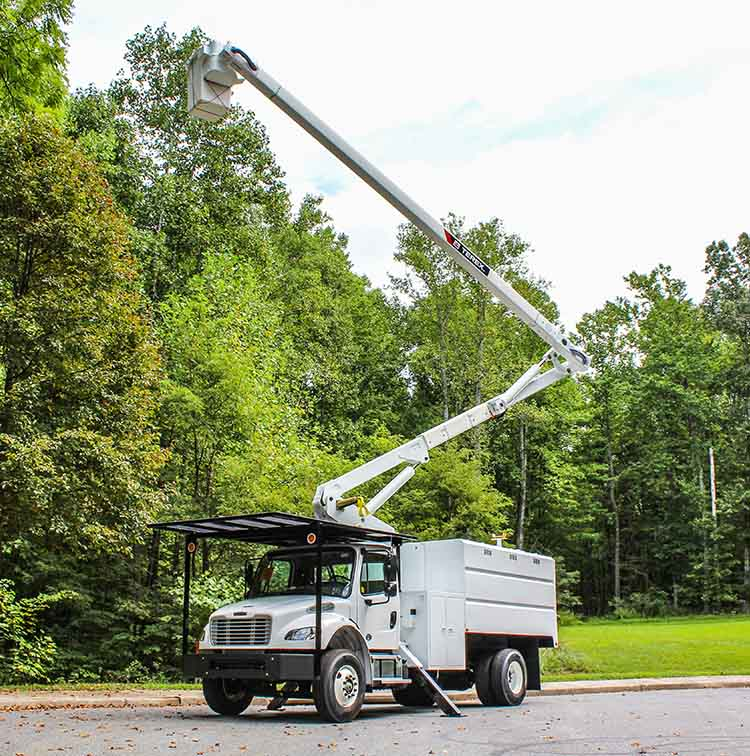 Forestry Bucket Truck with Boom in Air
